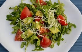saladi ooooooooooooooo saladi o o o  hii ni rocket salad it's not rocket science to eat it.